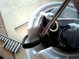 http://www.yourepair.com/howtos/images/appliances/Garbage-Disposal/garbage-disposal-10.jpg