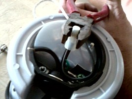 http://www.yourepair.com/howtos/images/appliances/Garbage-Disposal/garbage-disposal-11.jpg